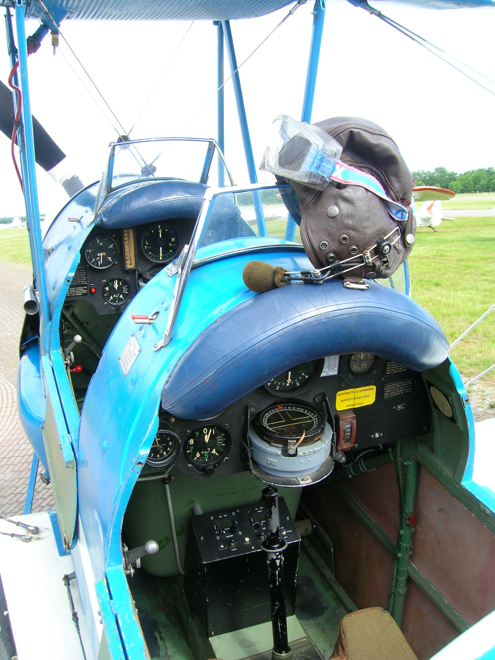Cockpit Tiger Moth1